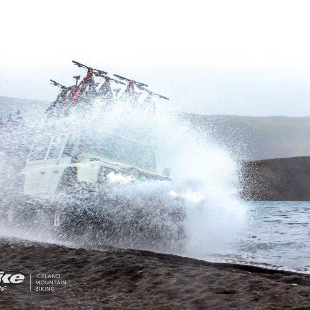 washing bikes on a lake using landrover defender